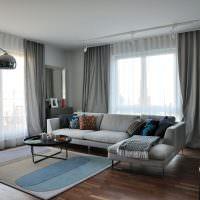 Угловая гостиная с двумя окнами