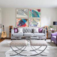 Декорирование стены над диваном модульными картинами