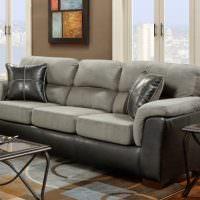 Кожаные подушки на сером диване
