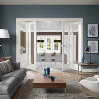 Белые двери складной конструкции