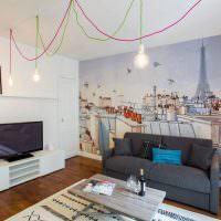 Рисунок Парижа на стене в гостиной