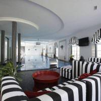 Полосатый текстиль в интерьере гостиной