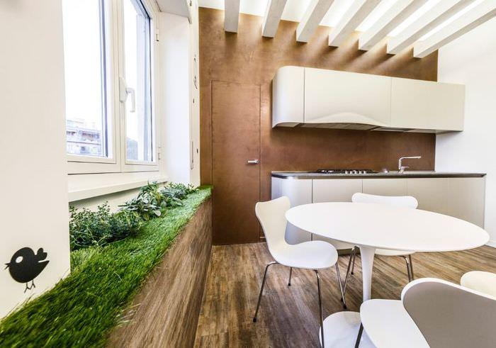 Декорирование подоконника с помощью зеленого газона