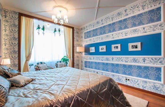 Пример горизонтального сочетания обоев в спальне