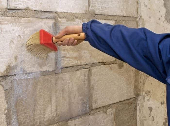 Грунтование кирпичной стены своими руками