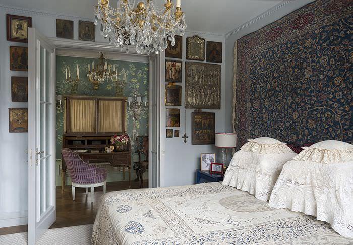 Иконы в дизайне спальной комнаты