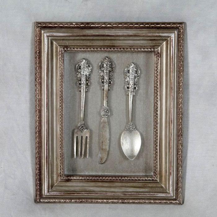 Картина из столовых приборов для декора кухни