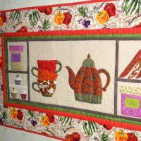 Картина на стене кухни в панельном доме