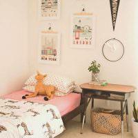 Детская кровать в светлой комнате