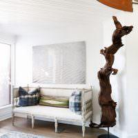 Натуральное дерево в интерьере гостиной
