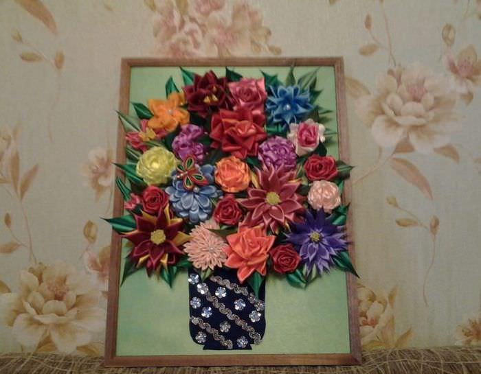 Картина в технике канзаши с красивыми цветами своими руками