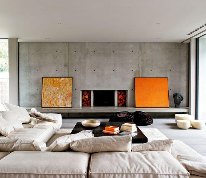 Яркие картины в гостиной стиля минимализма