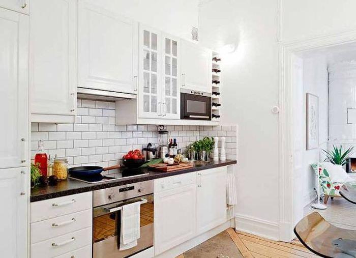 Кухонный фартук из керамической плитки под кирпич