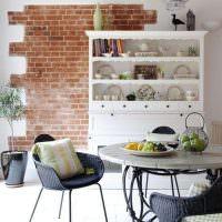 Кухонный шкаф белого цвета