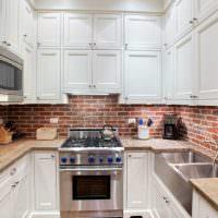 Кухонный фартук из красного кирпича