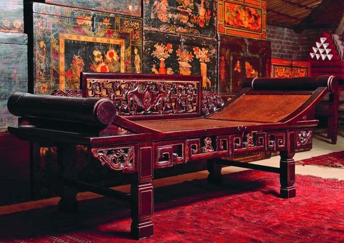 Деревянная скамья в китайском стиле