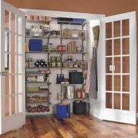 Стеклянные двери кладовки для инвентаря