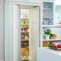 Потайные двери в кухонную кладовку