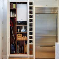 Шкаф-кладовка в кухне городской квартиры