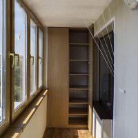 Организация кладовки на застекленном балконе