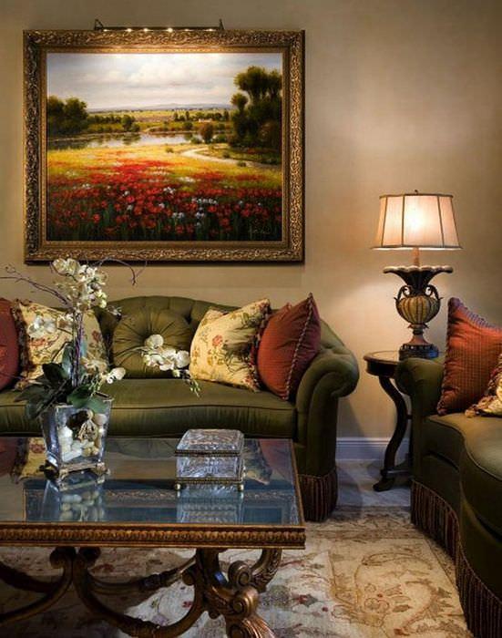 Темно зеленый диван в гостиной классического стиля