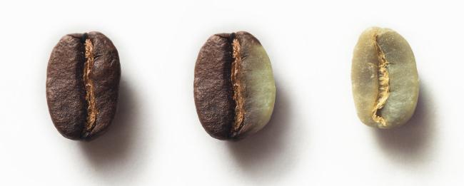 Кофейные зерна разной степени обжарки