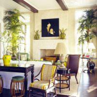 Пальмы в интерьере современной гостиной
