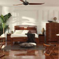 Складные стулья в гостиной колониального стиля