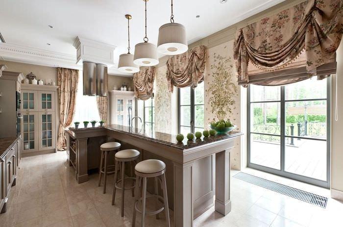 Римские шторы коричневого цвета в интерьере кухни