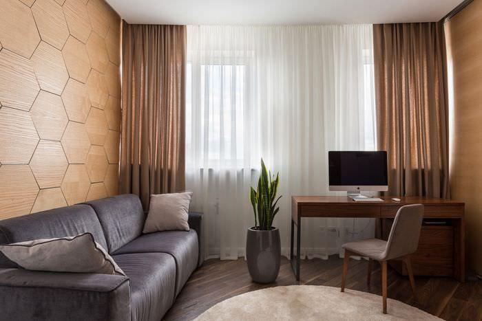 Полупрозрачные коричневые шторы в гостиной современной квартиры