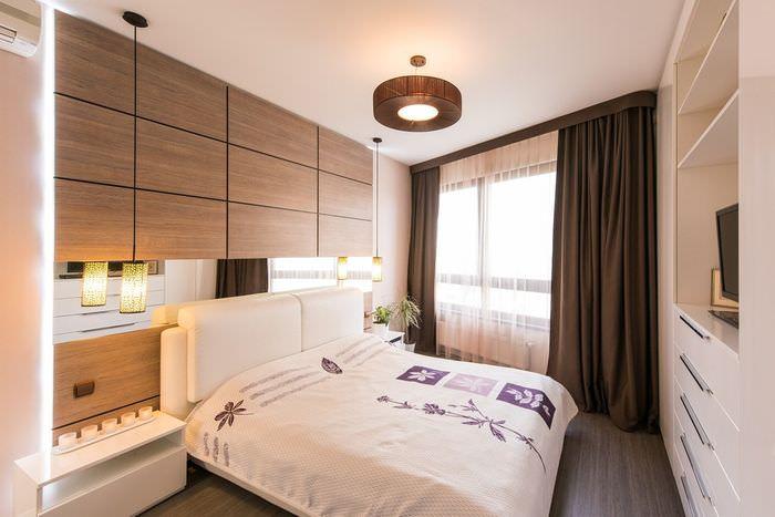 Интерьер спальни с коричневыми шторами