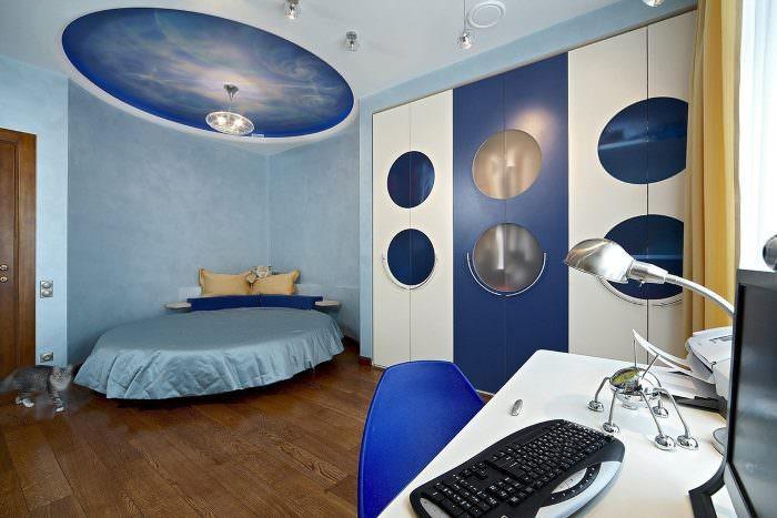 Овальная кровать в спальне космического стиля