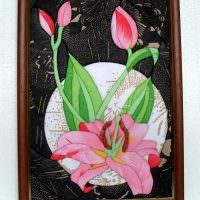 Розовые тюльпаны на картине из лоскутков