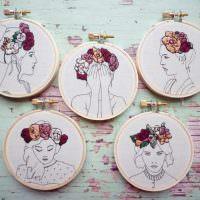 Декоративные медальоны с портретами девушек