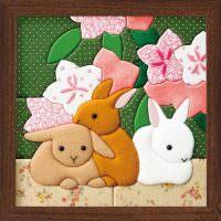 Картина в деревянной рамке с животными из ткани