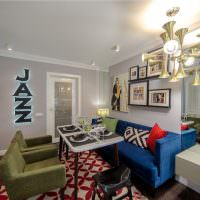 Синий диван на кухне-гостиной