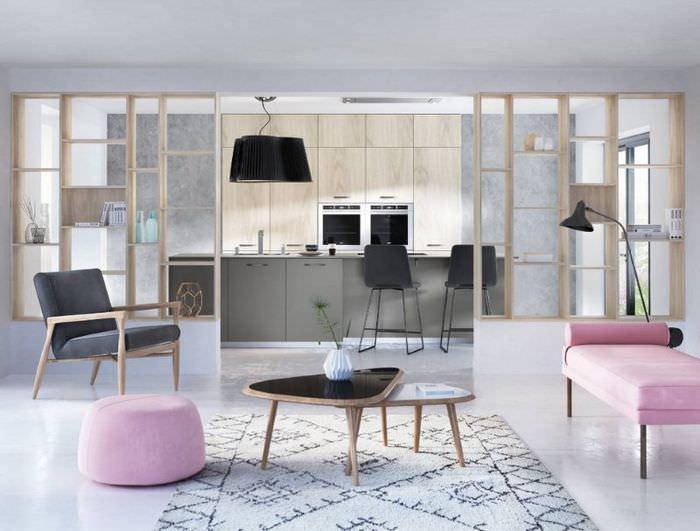 Дизайн кухни-гостиной с декоративной перегородкой