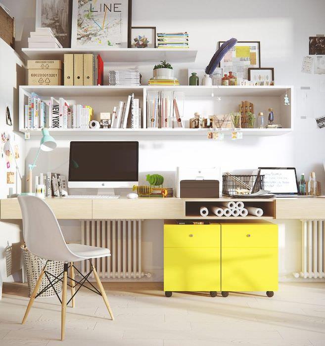 Тумбочка лимонного цвета в интерьере домашнего офиса