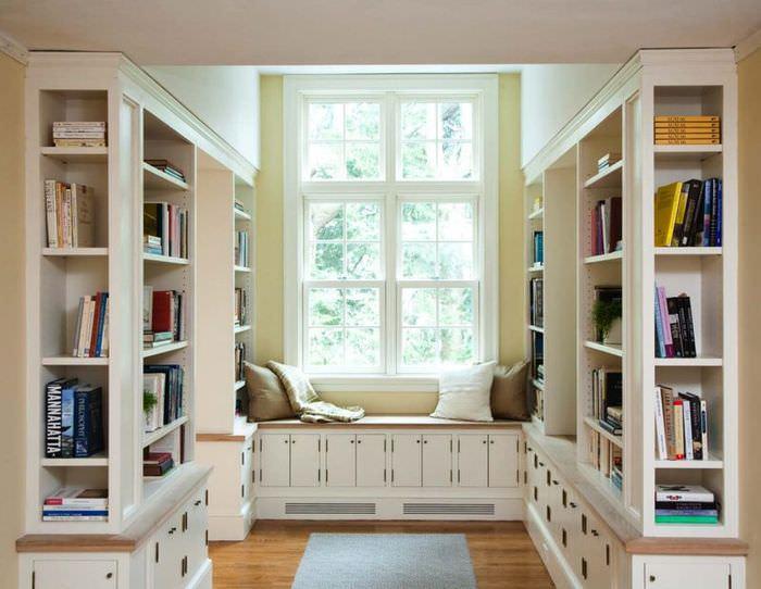 Интерьер небольшой домашней библиотеки
