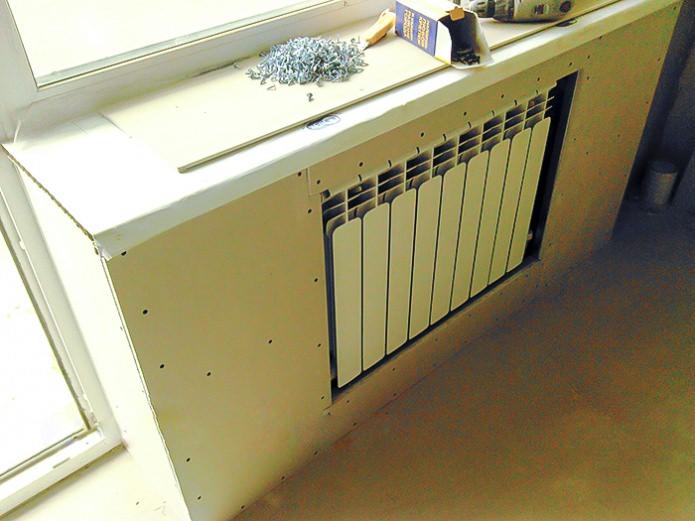 Монтаж листов гипсокартона на декоративном коробе системы отопления
