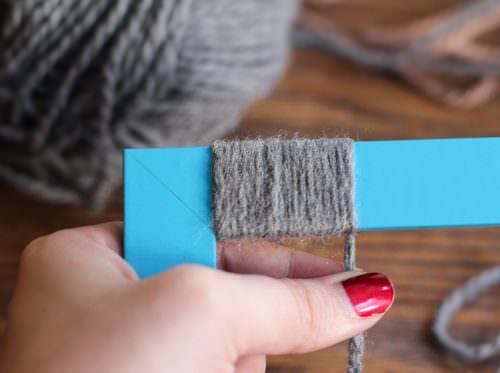 Наматывание шерстяных ниток на рамку