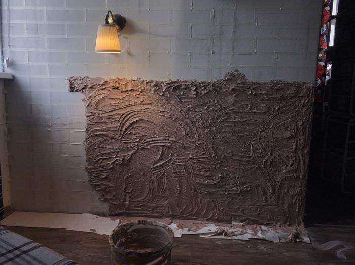 Нанесение декоративной штукатурки на бетонную стену