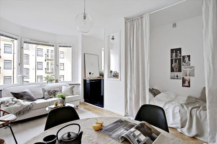 Перегородка из ткани в квартире скандинавского стиля