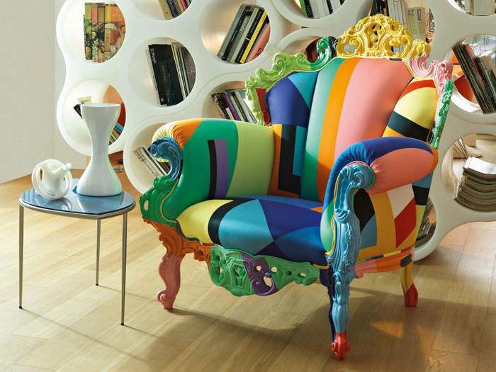 Мягкое кресло нестандартной расцветки