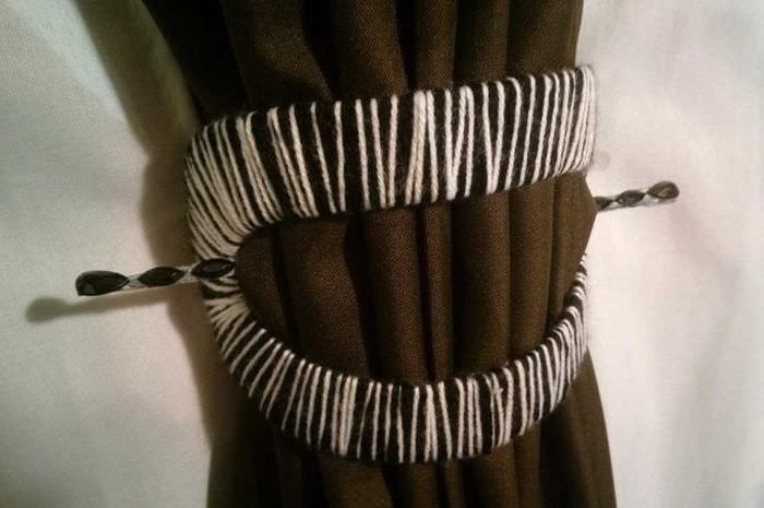 Подвязка занавески заколкой своими руками