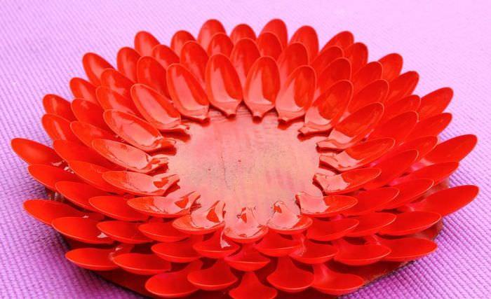 Окраска рамы для зеркала в красный цвет