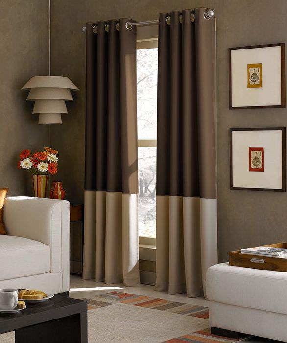Сочетание занавесок в полоску с предметами мебели