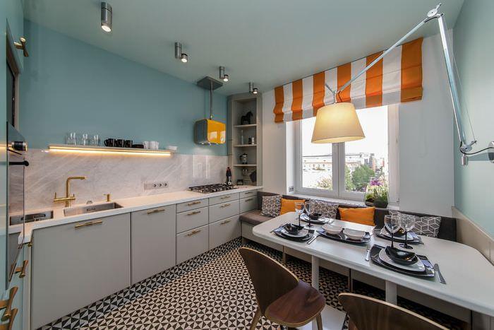 Кухонные шторы в оранжевую полоску