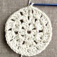 Вязание декоративного коврика из толстых ниток