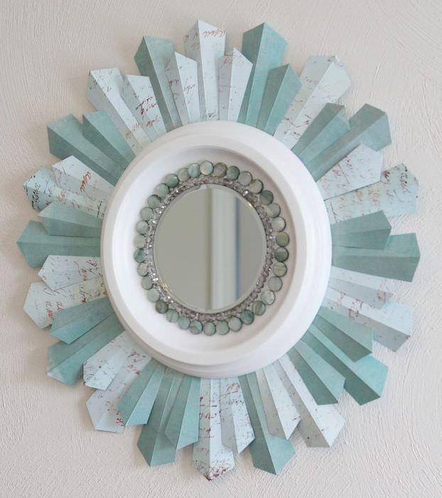 Декорирование круглого зеркала обычной бумагой